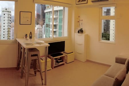 Situated off Tai Ping Shan in PoHo, Sheung Wan, just 5 minutes from SoHo and 10 minutes from Central, this newly-renovated, bijoux pied a terre is a sanctuary of peace and calm, slap bang in the middle of the most exciting metropolis in Asia.