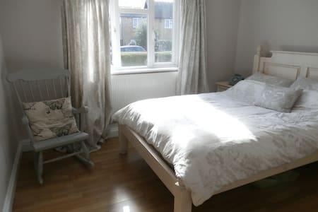 Double bedroom in rural Surrey - Chiddingfold - Pis