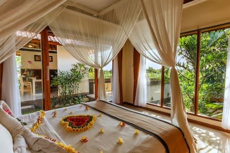 Romantic & Luxury 1BDR Villa Canggu