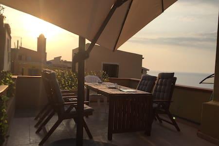 Historical House,Terrace Ocean View - Castelsardo - Hus