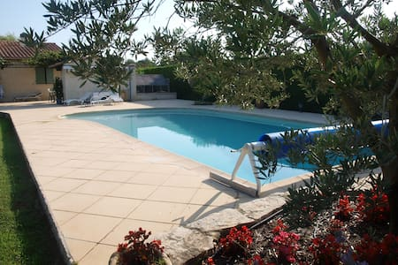 Top 20 des locations de vacances saint cannat locations for Astral piscine st cannat