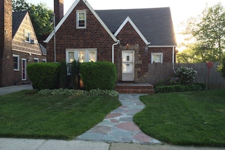 Charming Tudor near NYC & Beaches - Talo
