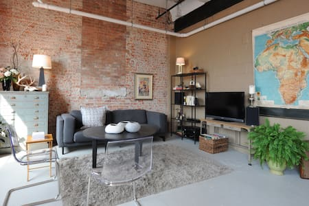 Spacious, light and art-filled loft in one of Detroit's historic breweries; the city's first commercial property converted to lofts in 1970's, and right in the heart of one of the nation's largest open-air markets.
