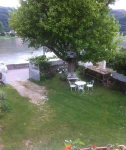 """Chambre dans maison sur""""ViaRhôna"""",au bord du Rhône - House"""