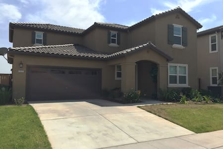 Brand new home 20mins from downtown - Casa
