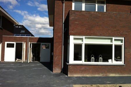 Ruime 2-1 Kap in Tuitjenhorn - Warmenhuizen