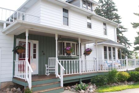 Near Elkhart Lake & Kohler -room#3 - Plymouth - Casa