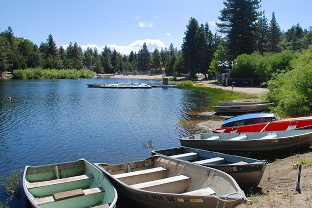 Lake view 2 bed 1 bath with kitchen apartments for rent for Green valley lake fishing