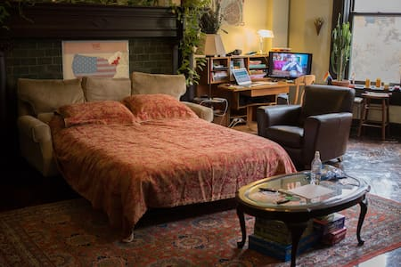 We are a Dutch couple living on Upper West Side / Morning Side Heights on Manhattan, very close to Riverside park. We have a comfy sleeping couch in the living room available for travelers on a budget! Please contact us if you have questions.