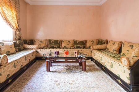 Lovely Moroccan Living room in Casa DOWNTOWN - Casablanca - Apartment