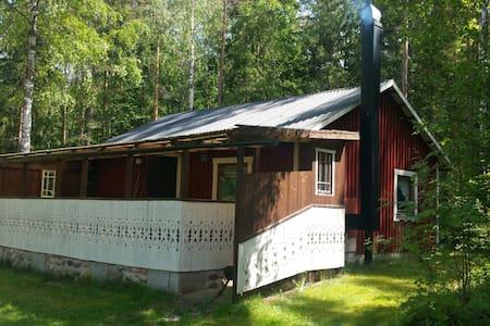 Mysig stuga nära Göta kanal - Mariestad  - Chalet