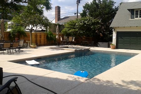 Great 7BR House w/ Heated Pool/Spa