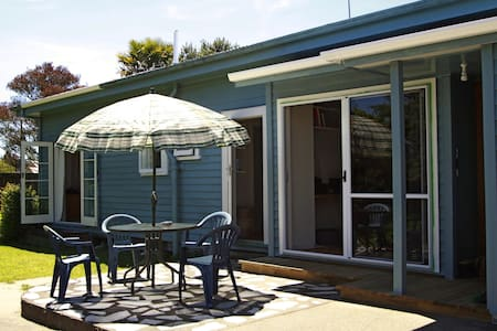 HOME AWAY FROM HOME BEST LOCATION - Takaka - Hus