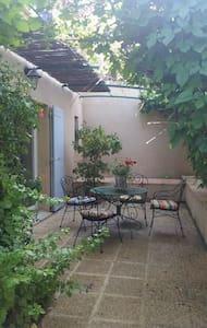 chambre à louer Provence Cévennes - Vénéjan - Bed & Breakfast