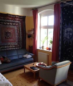 Ruhiger geräumiger Altbau in Pankow - Apartemen