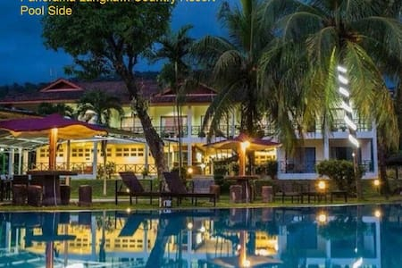 Large comfy beds, swimming pool, great staff with smiley faces. Quiet evenings with bbq and a small pool bar. Entertain yourself in beautiful Langkawi or let us guide you thru the majestic island.