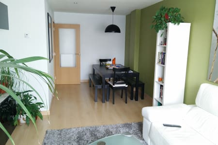 Nice room in 2 bedrooms appartment - Pamplona - Apartemen
