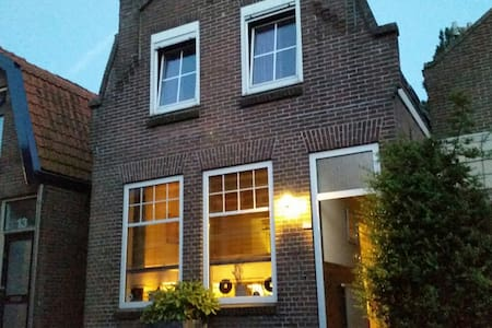 Lovely house in the old town centre - Enkhuizen - House