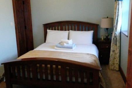 En-suite Room in Family Home - Portlaoise - Hus