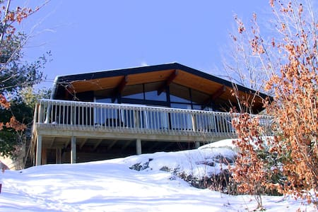 The Aerie : Loft Style Modern Cabin - Central Frontenac - Cabin