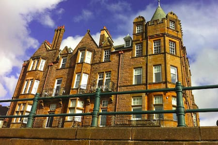 Top floor apartment in historic Argyll Mansions - Apartment