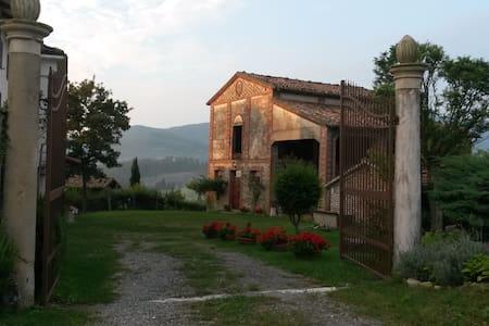 Corte Boselli, antica casa contadina sulle colline - Hus