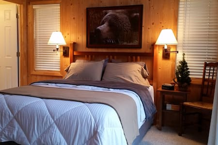 1 bdrm Romantic Cabin w HOT TUB - Casa