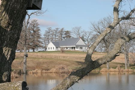 40 acres and private fishing lake!