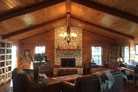 6Bd/3Bth Log House+ on 60 acre Farm - Sulphur - House