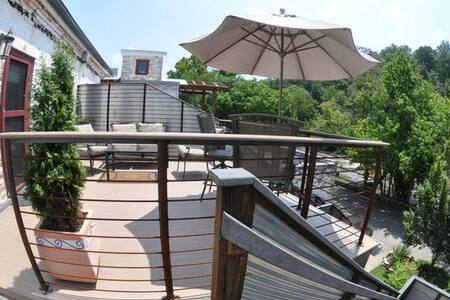 ⚜ Ultra-Modern Riverfront Loft  ⚜