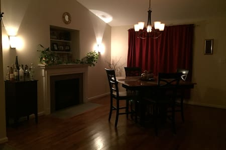 Fully upgraded rental home, private - Hus