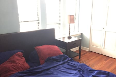 Solo room w/ KING bed