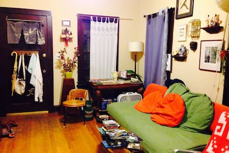 Cute room 8 blocks from downtown - Σπίτι