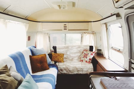 Dreamy Farm Stay in '76 Airstream - Heber City - Camper/Roulotte