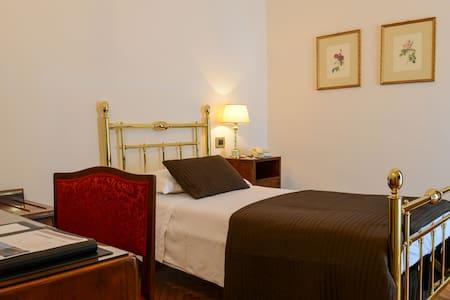 Camera singola a Brescia - Brescia - Bed & Breakfast