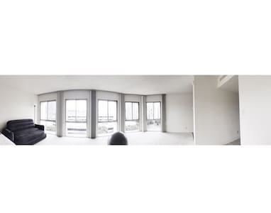 Beautiful Studio high ride apartment Located downtown LA. Walking distance from staples center on the same street. Free indoor parking,  AC, large windows viewing the Hollywood sign from the apartment. 24 hour indoor gym. King size bed,  desk and chair  area for working. Business highSpeed Wifif, Cable TV.