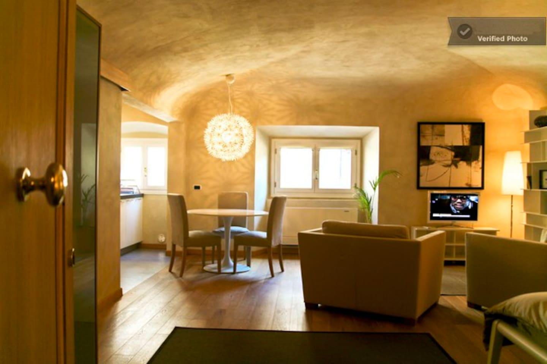 Large Studio in Ognissanti Palace