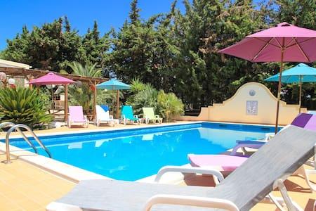 Shared Room AltaVista Surf Lodge -2 - Bed & Breakfast