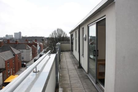 Penthouse Flat - 15 mins from City - Apartment
