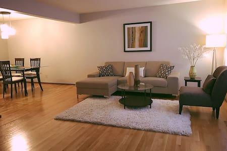 3 Bedroom in Parklike Setting - Seattle