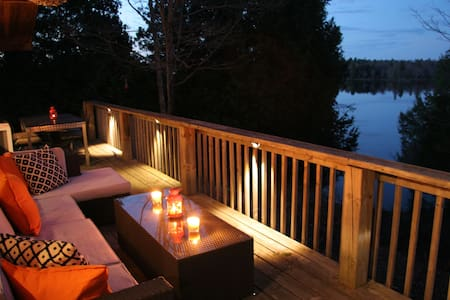The Aerie : Loft Style Modern Cabin - Central Frontenac - Cottage