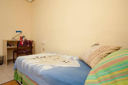 Luminosa habitación centro Aldaia - Aldaia - Apartment