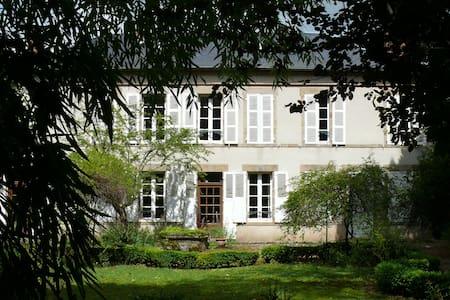 Maison de maître, grand parc - Saint-Menoux - Hus