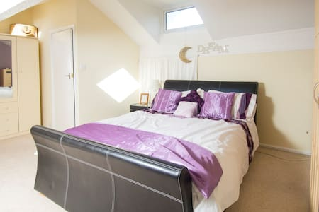Loft Room nr Pennine Bridle Way - House