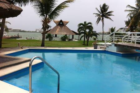 Duplex in Cancun's beautiful lagoon