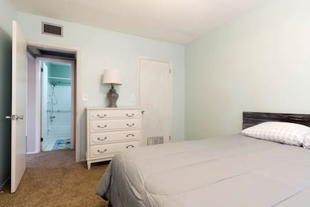 Located Centrally(Downtown & Beach)