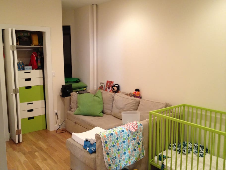 Second bedroom with pull-out sofa