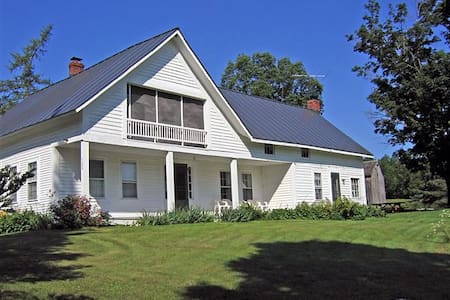 Vermont Farmhouse in the Mountains - House