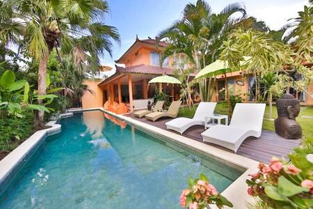 Luxury 5 bedrooms Private Villa