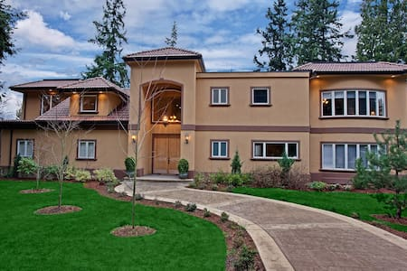 Live the luxurious lifestyle - No cleaning Fees! - Bellevue - House